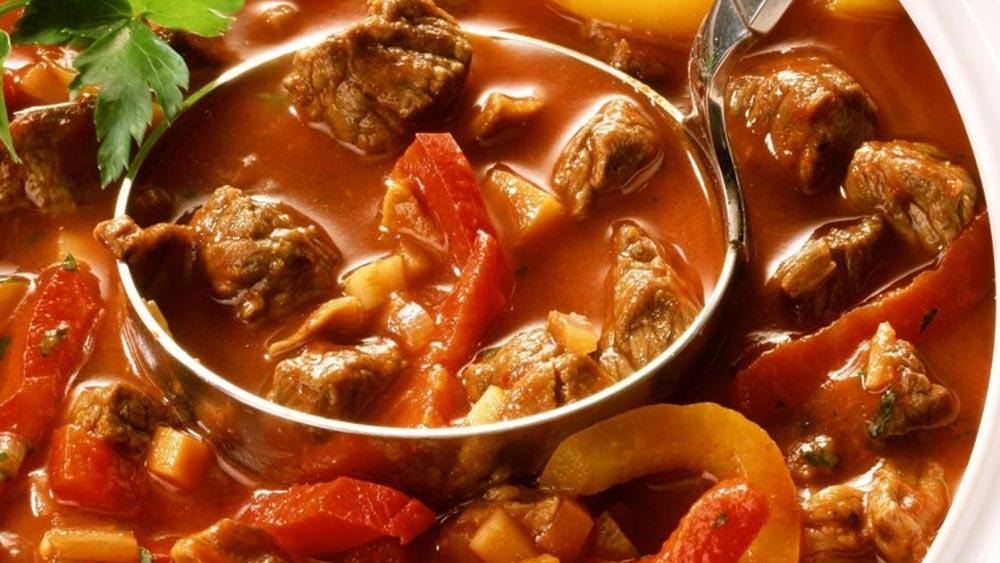 carne bovina, ricette goulash, ricette con carne di manzo, ricette ungheresi con carne,