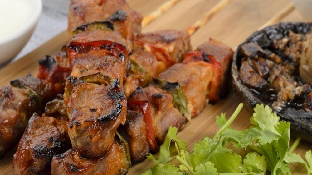 souvlaki, spiedini di carne, ricetta souvlaki, ricette tipiche greche
